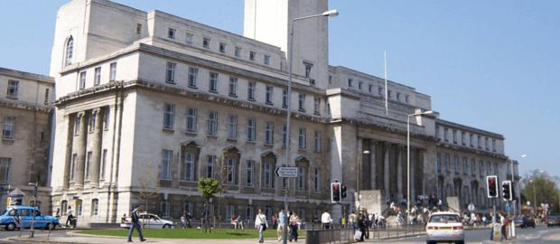 Leeds: Tradicional universidade britânica premiada por iniciativas de inovação