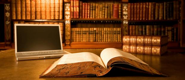 livro de direito aberto em biblioteca de universidade de direito