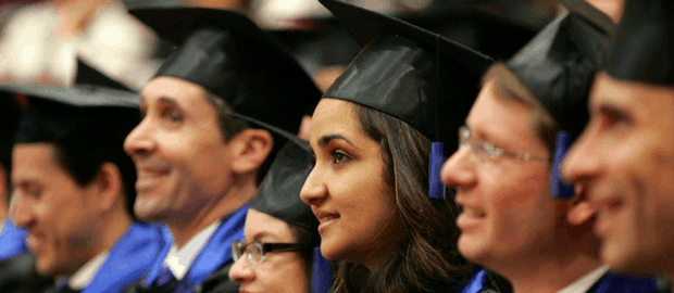 formatura de estudantes de MBA