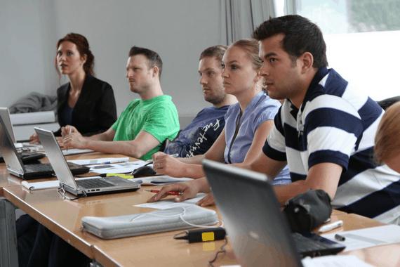 Os melhores cursos para recém formados que querem liderar equipes
