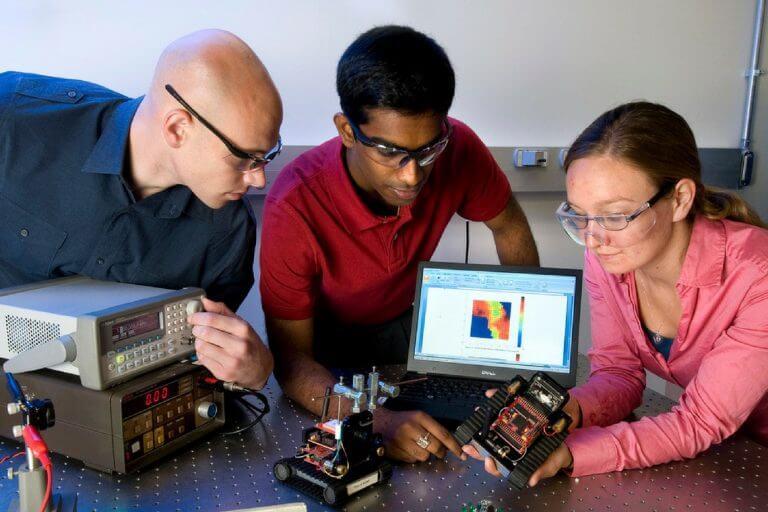 Como cursos de engenharia no exterior estão criando as tecnologias do amanhã