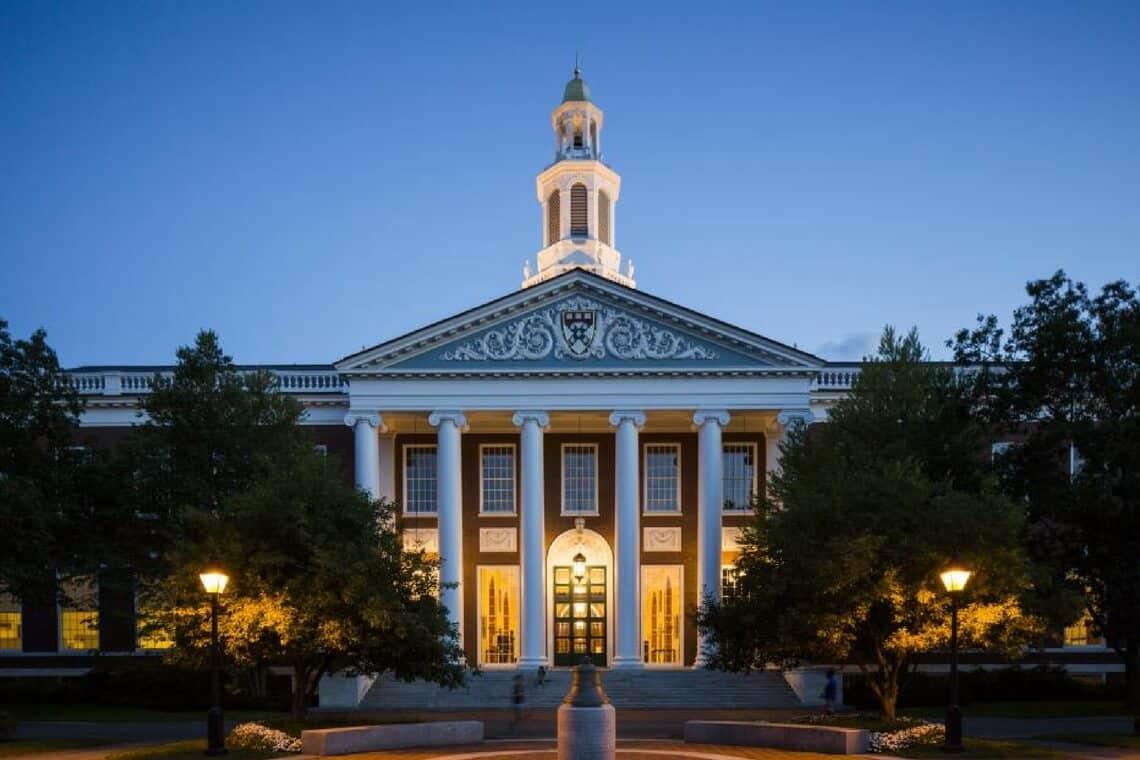HBS lidera ranking de melhores MBAs de 2018