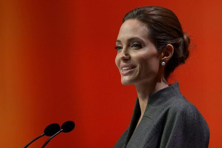 Conheça a aula ministrada por Angelina Jolie em universidade inglesa